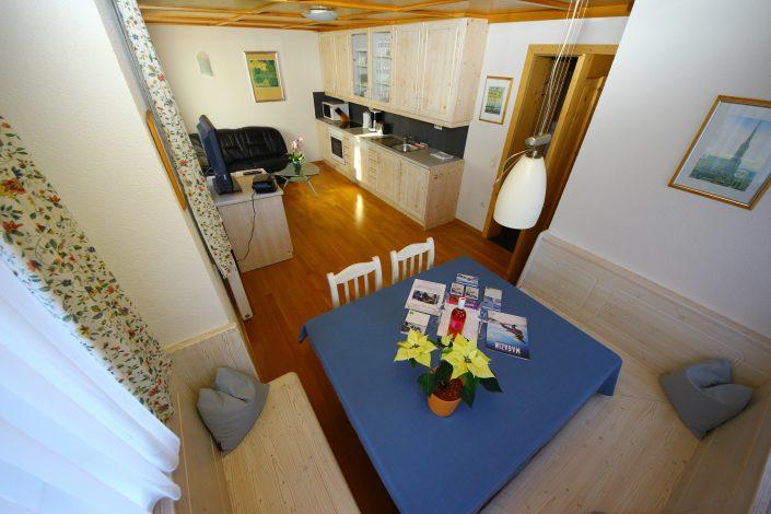 Appartement Asitz Esstisch mit Küchenansich